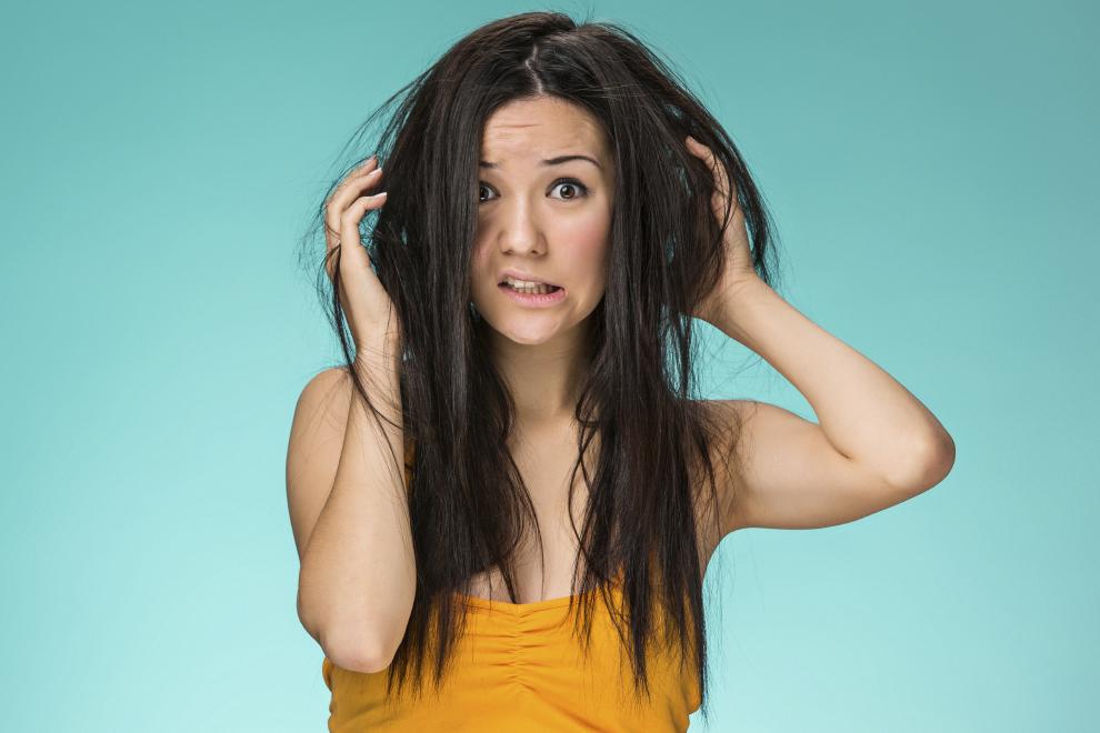 3 façons de traiter les frisottis des cheveux