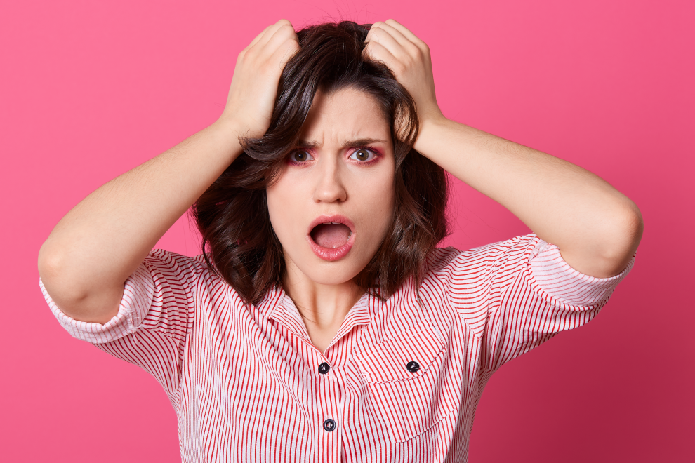 Chewing-gum dans les cheveux?  5 façons de le sortir!